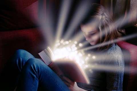 Wenn Kinderaugen beim Lesen von Büchern leuchten