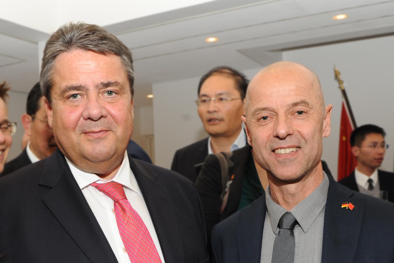 Wolfgang Frey mit Bundeswirtschaftsminister Sigmar Gabriel in China