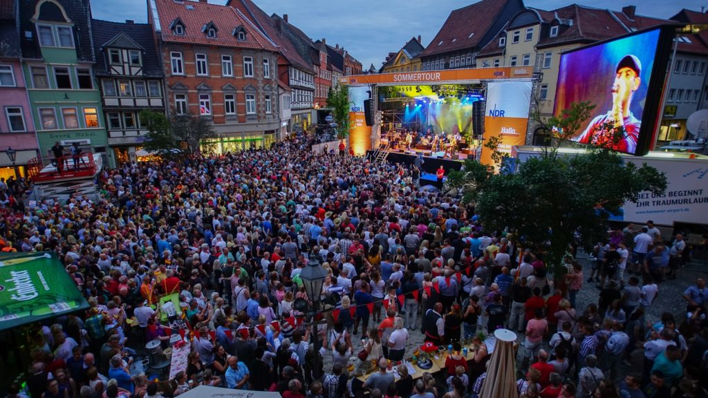 Spannende Stadtwetten und populäre Live-Künstler: NDR Niedersachsen Sommertour macht an vier Orten Station