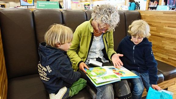 Kindern die bunte Welt der Geschichten näherbringen