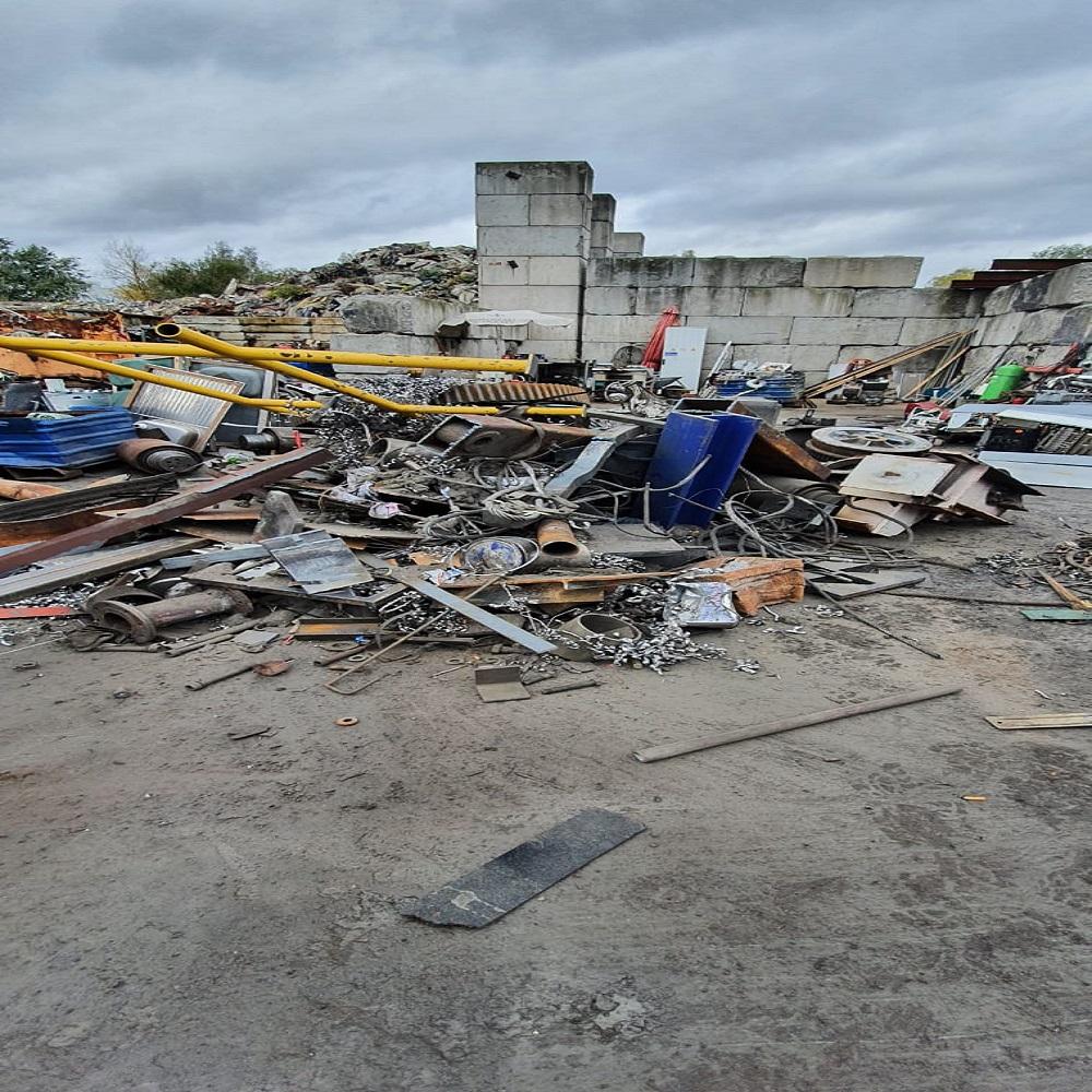 Ein Schrottsammler in Krefeld verkauft Schrott an Recyclingfabriken – Schrott-Ankauf-NRW
