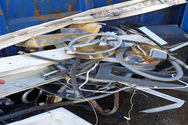 Der mobile Schrotthändler In Mönchengladbach holt Schrott und Altmetall zur Entsorgung